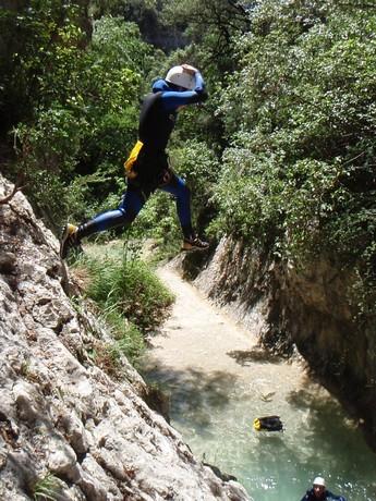 Saltando al agua en el Barranco Fornocal